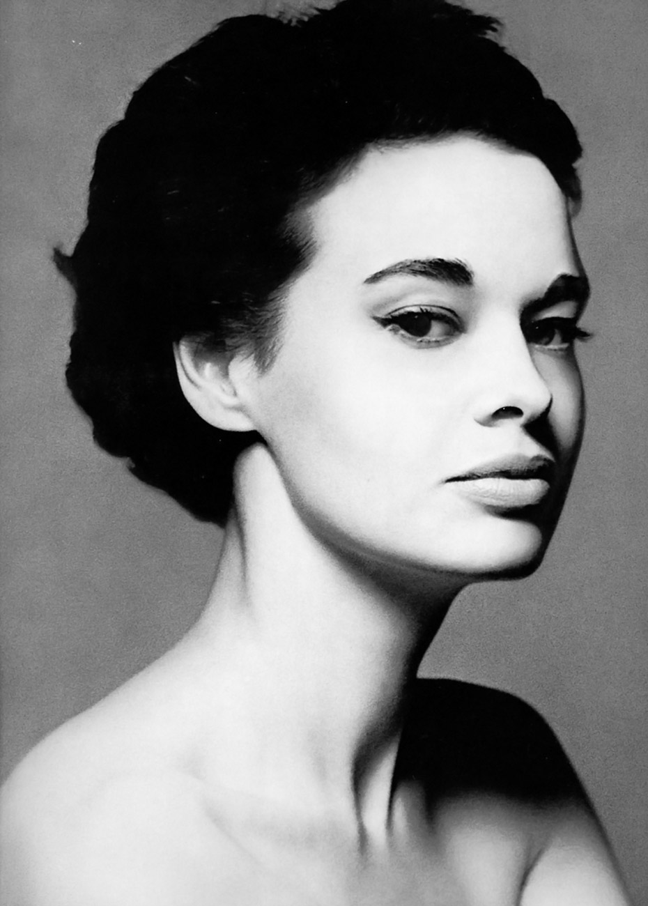 gloria-vanderbilt-1953-photo-richard-avedon